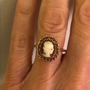 Jewelry - Vintage classic cameo ring -10K gold